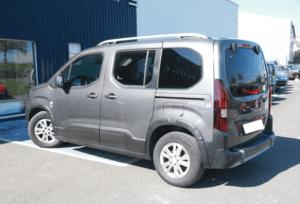 Personne a mobilité réduite véhicule décaisser Peugeot rifter